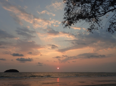 Sunset on Otres Beachq