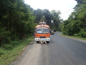 Bus breaks down on road to Ban Nahin