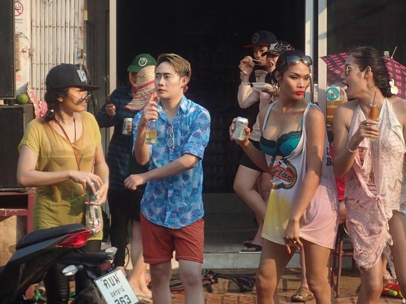 Trannies having a nice time on Pii Mai